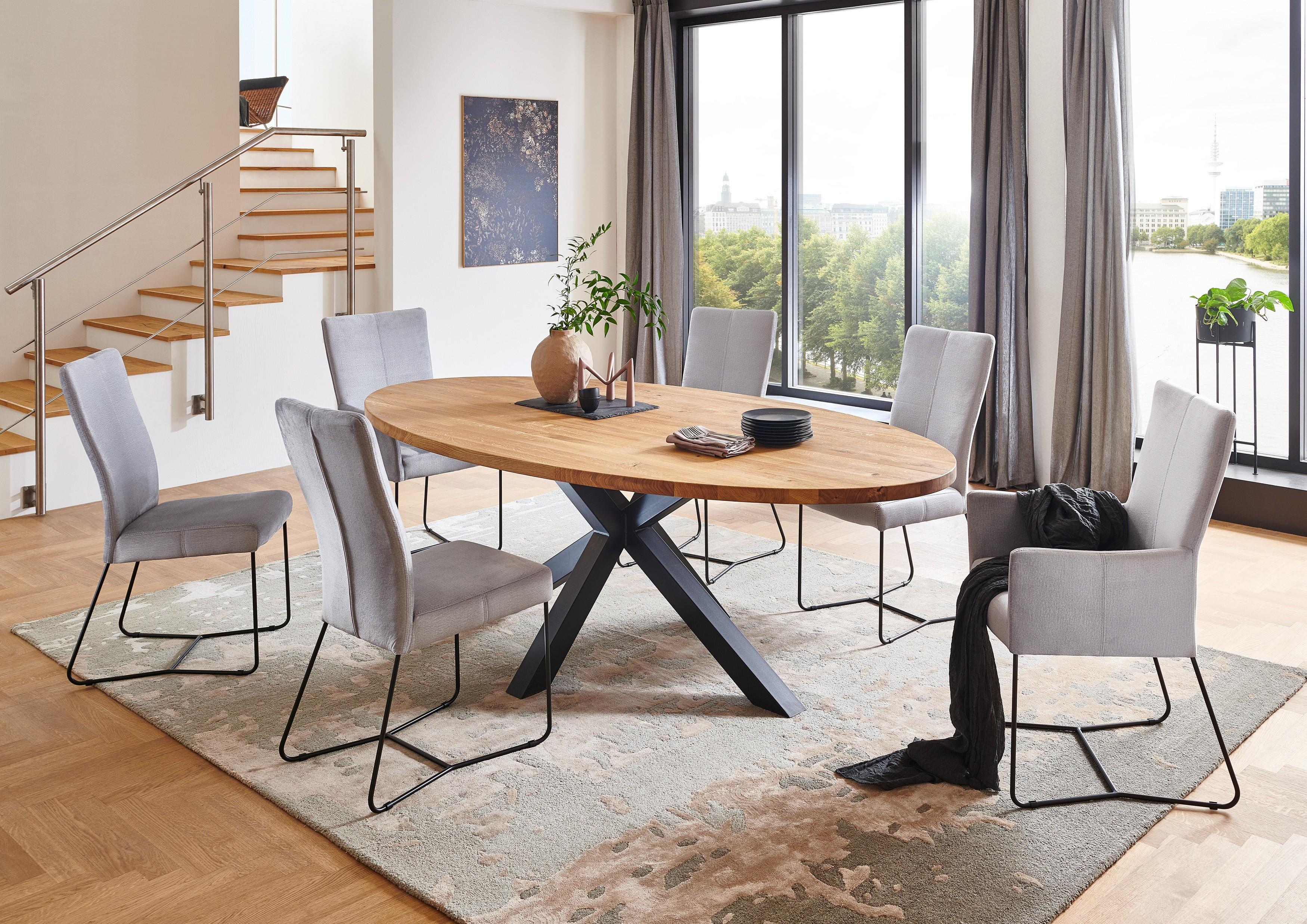 Coen ovalus pietų stalas